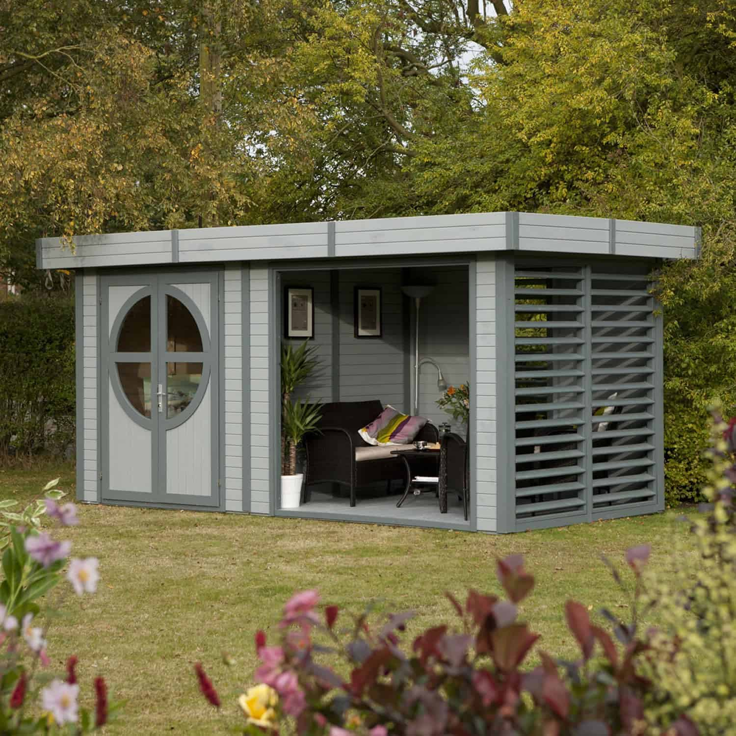 Relaxed Garden Summer House: Rowlinson Connor Painted Log Cabin
